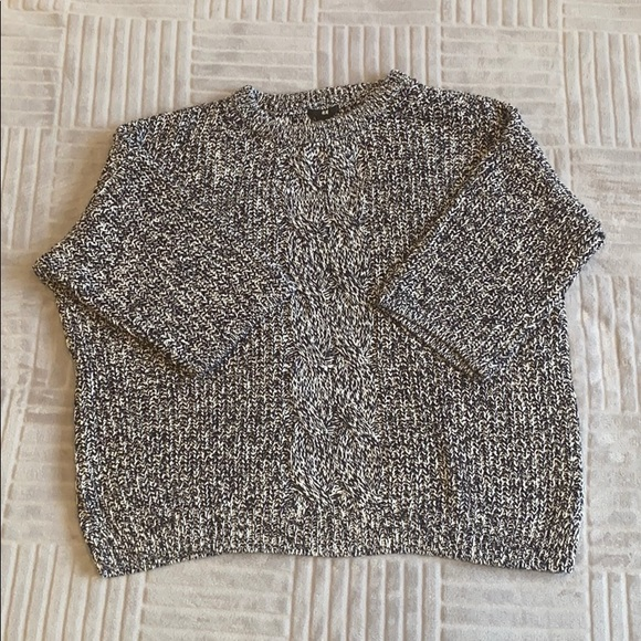 H&M black and white short sleeve knit sweater sz L
